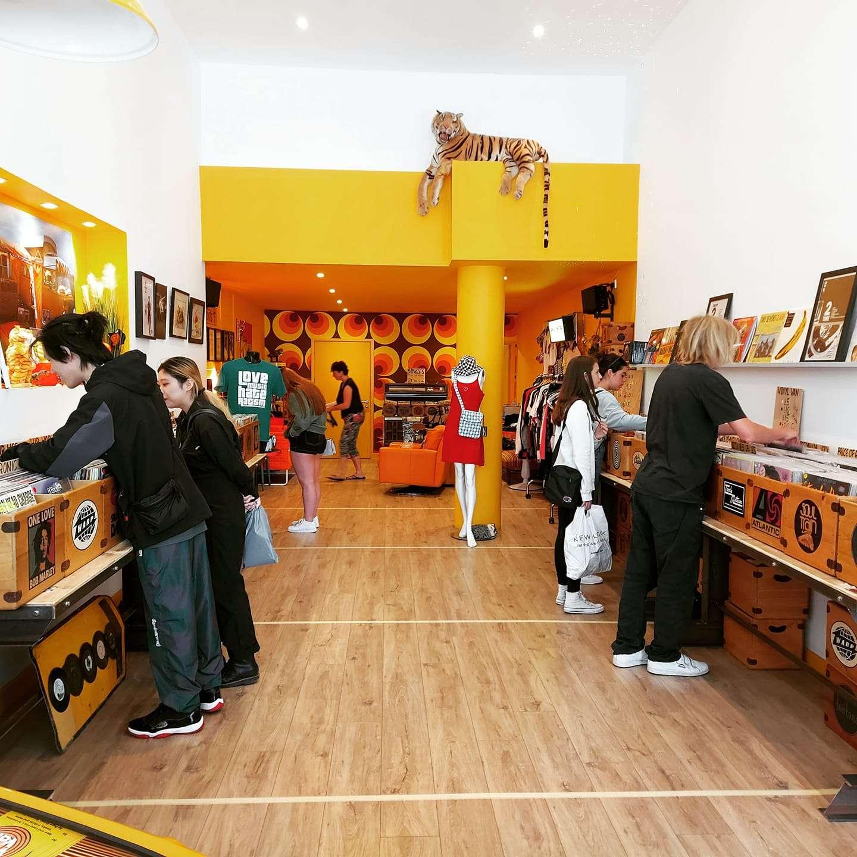 vinyl-van-dorset-storefront-dochester